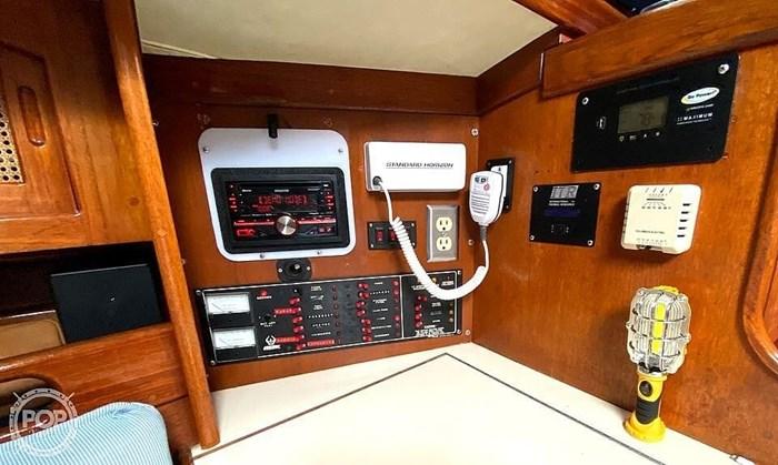 1990 Ericson Yachts 38-300 Photo 16 sur 20