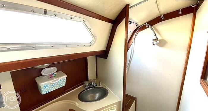 1990 Ericson Yachts 38-300 Photo 17 sur 20