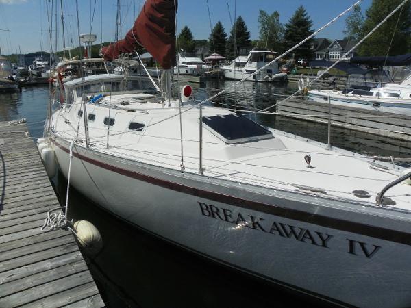 1985 CS Yachts 36 Sloop Photo 5 of 24
