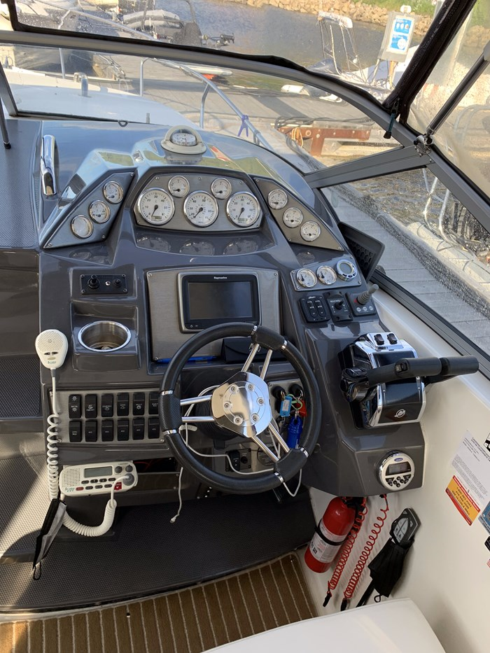 2015 Larson Cabrio 315 Photo 17 sur 22