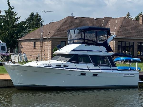 1989 Bayliner 3288 Motoryacht Photo 1 sur 42