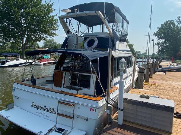 1989 Bayliner 3288 Motoryacht Photo 7 sur 42