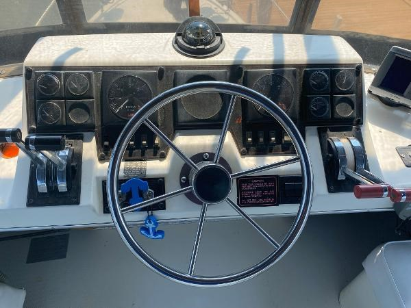 1989 Bayliner 3288 Motoryacht Photo 16 sur 42