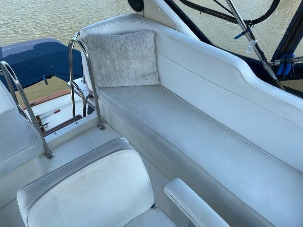 1989 Bayliner 3288 Motoryacht Photo 17 sur 42