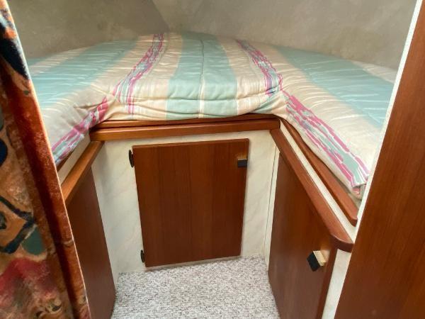 1989 Bayliner 3288 Motoryacht Photo 20 sur 42