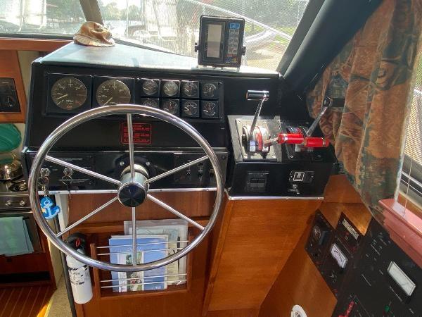 1989 Bayliner 3288 Motoryacht Photo 28 sur 42