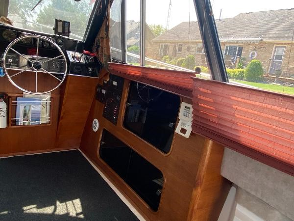 1989 Bayliner 3288 Motoryacht Photo 29 sur 42
