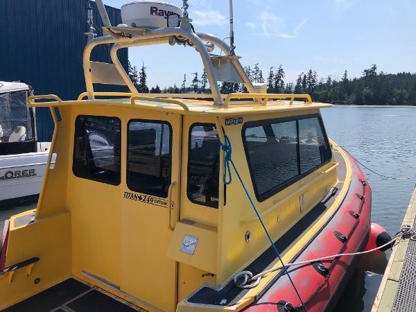 2001 Titan 249 XL Offshore Cabin Photo 4 sur 18