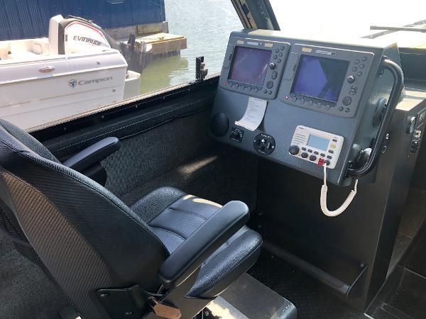 2001 Titan 249 XL Offshore Cabin Photo 11 sur 18