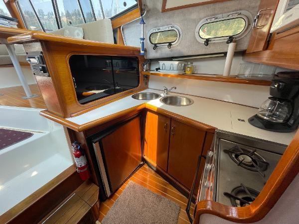 1991 Bayliner 3288 Motoryacht Photo 41 sur 65