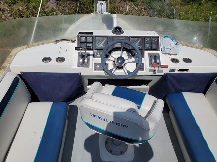 1988 Bayliner Motoryacht Photo 6 of 15