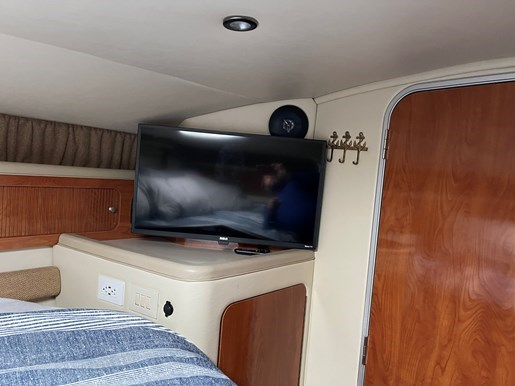 2005 Larson Cabrio 370 Photo 33 of 38