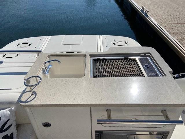 2011 Sea Ray 520 Sedan Photo 12 of 48