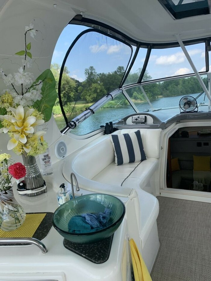 2007 Cruisers Yachts, 455 Express Moteryacht Photo 5 of 7