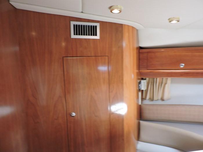 2002 Regal 4260 Commodore Photo 24 of 55