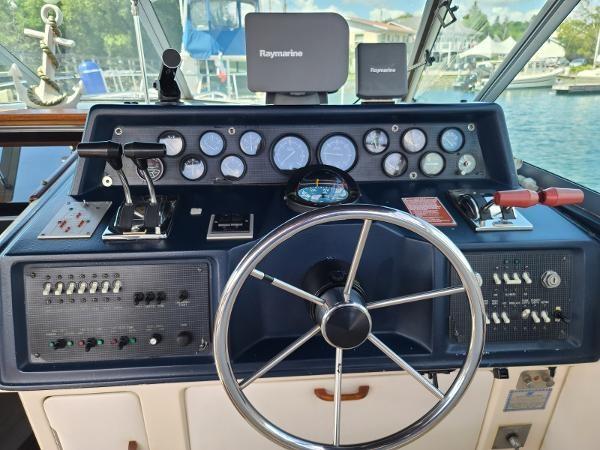 1988 Sea Ray 340 Express Cruiser Photo 32 sur 64