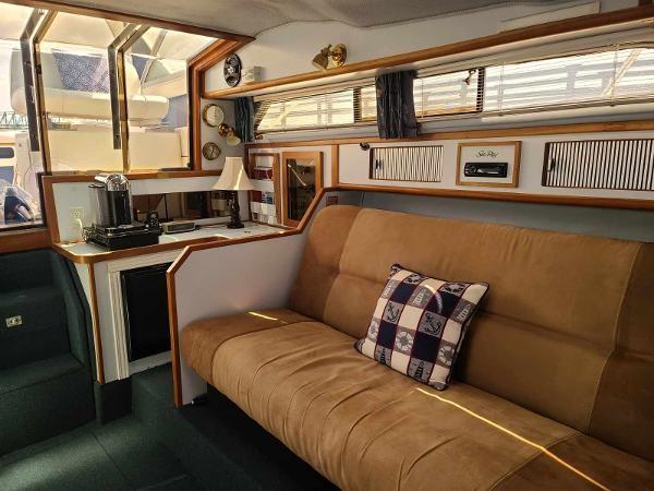 1988 Sea Ray 340 Express Cruiser Photo 45 sur 64