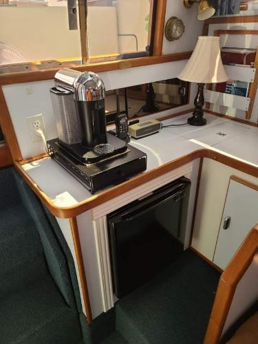 1988 Sea Ray 340 Express Cruiser Photo 47 sur 64