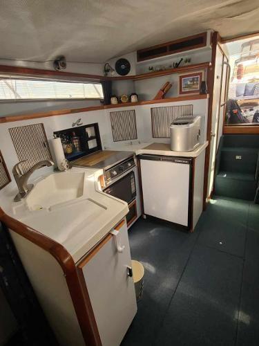 1988 Sea Ray 340 Express Cruiser Photo 58 sur 64