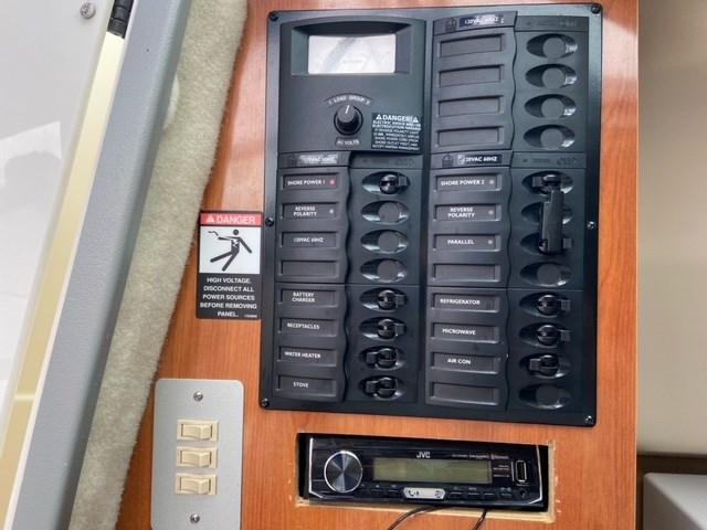 2006 Maxum 2400 SE Photo 8 of 13