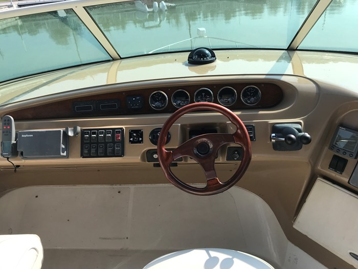 2001 Carver 450 voyager Photo 48 of 54