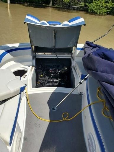 2006 Bayliner 249 deck boat Photo 3 sur 15