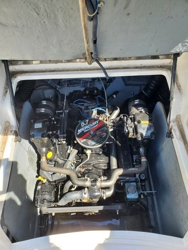 2006 Bayliner 249 deck boat Photo 7 sur 15