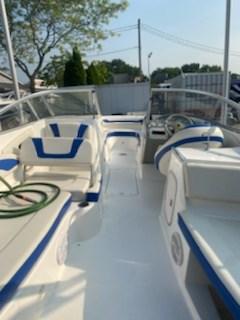 2006 Bayliner 249 deck boat Photo 9 sur 15