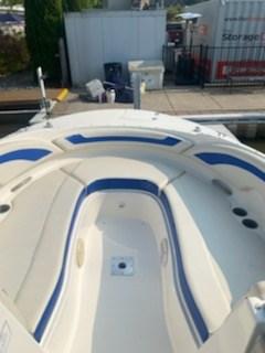 2006 Bayliner 249 deck boat Photo 12 sur 15