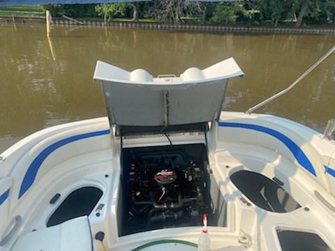2006 Bayliner 249 deck boat Photo 14 sur 15
