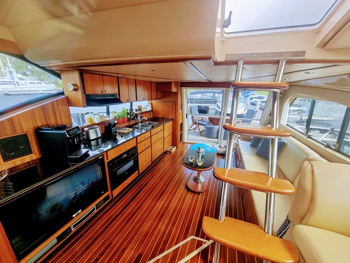 1999 Cruisers Yachts 5000 (50 Sedan Bridge) Photo 15 of 45