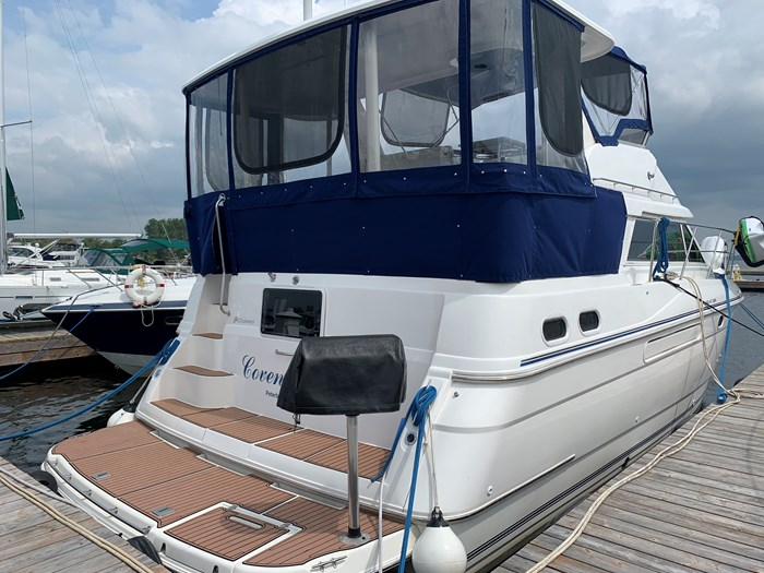 1996 Cruisers Yachts 3650 Aft Cabin Photo 1 sur 18