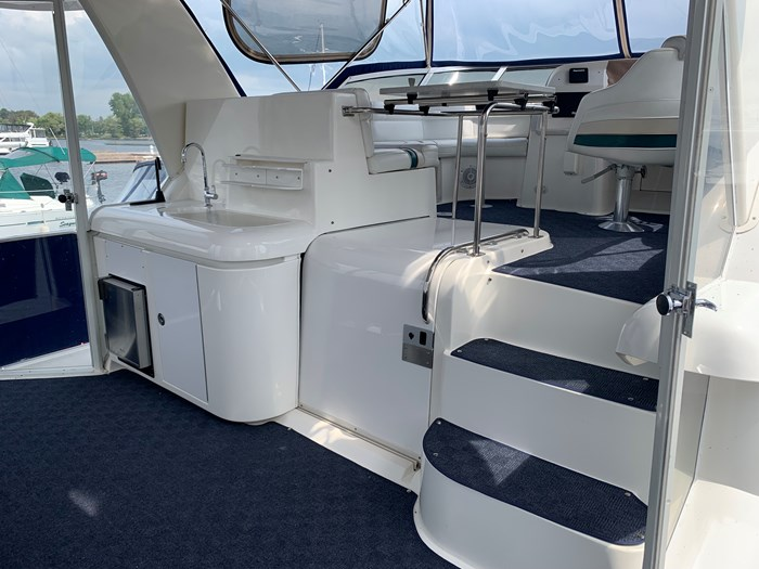 1996 Cruisers Yachts 3650 Aft Cabin Photo 4 sur 18