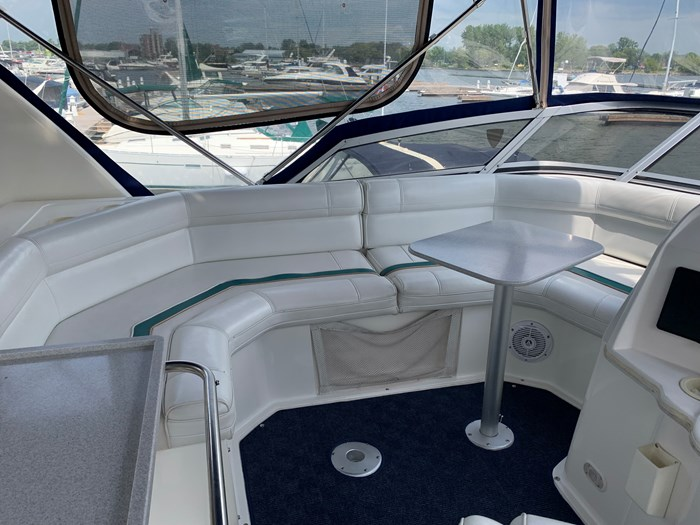 1996 Cruisers Yachts 3650 Aft Cabin Photo 5 sur 18