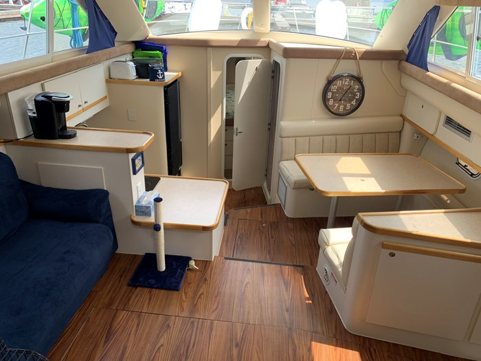 1996 Cruisers Yachts 3650 Aft Cabin Photo 8 sur 18