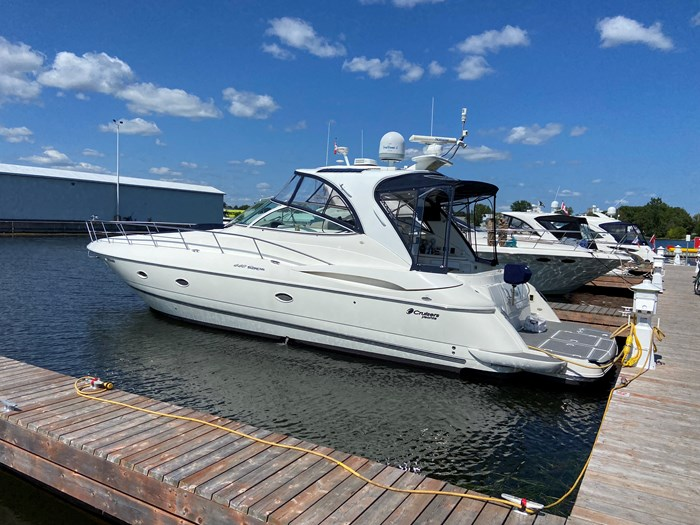 2004 Cruisers Yachts 440 Express (diesel) Photo 1 of 15