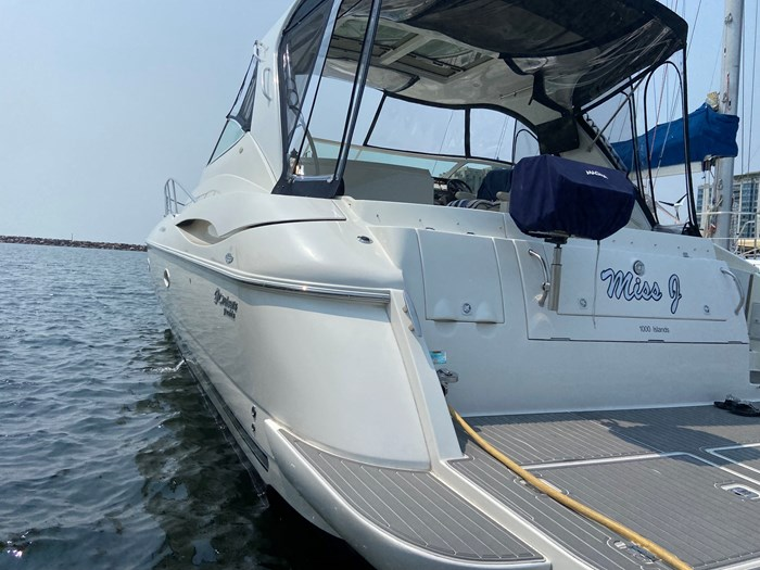 2004 Cruisers Yachts 440 Express (diesel) Photo 2 of 15