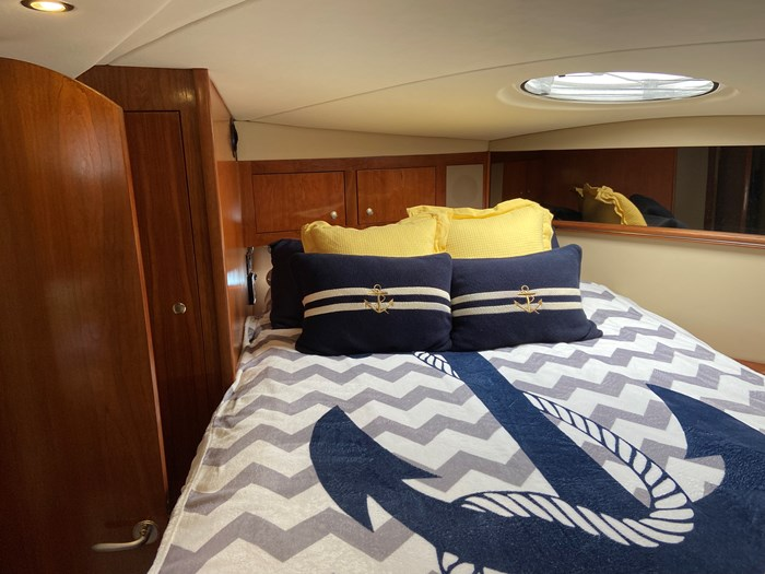 2004 Cruisers Yachts 440 Express (diesel) Photo 4 of 15