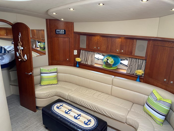 2004 Cruisers Yachts 440 Express (diesel) Photo 8 of 15
