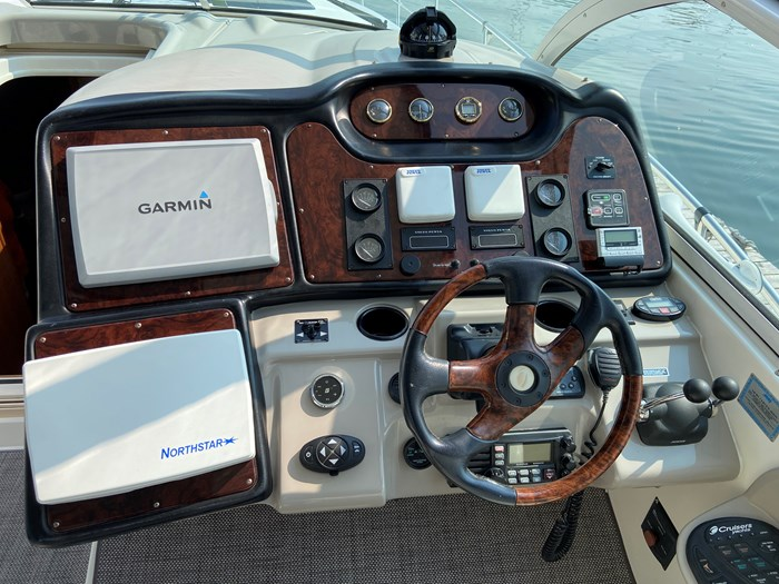 2004 Cruisers Yachts 440 Express (diesel) Photo 9 of 15