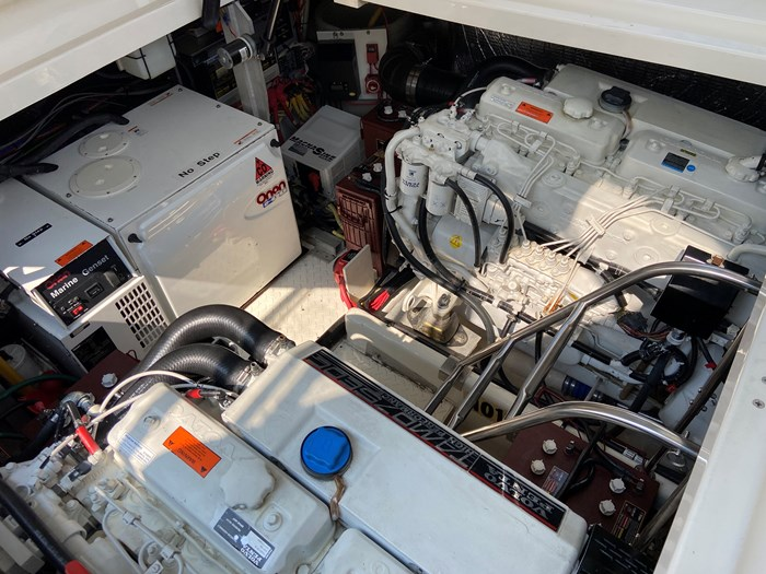 2004 Cruisers Yachts 440 Express (diesel) Photo 13 of 15