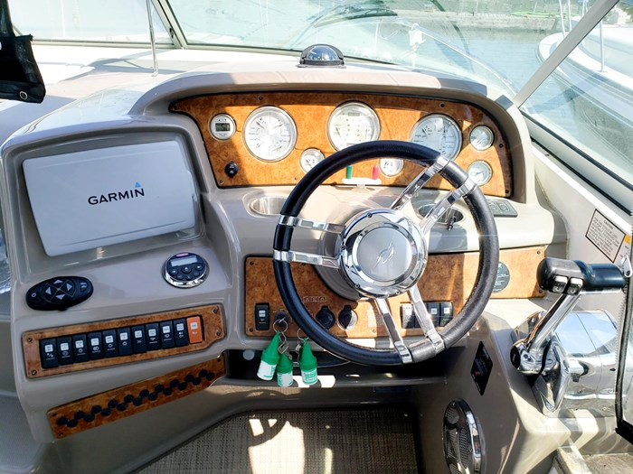 2008 Rinker 330 Express Cruiser Photo 13 of 24