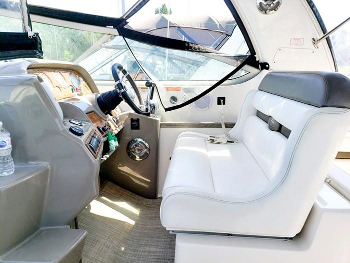 2008 Rinker 330 Express Cruiser Photo 10 of 24