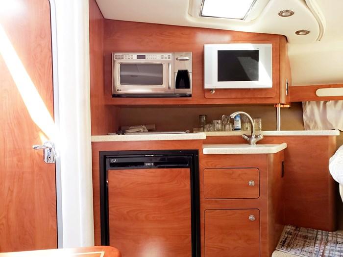2008 Rinker 330 Express Cruiser Photo 18 of 24