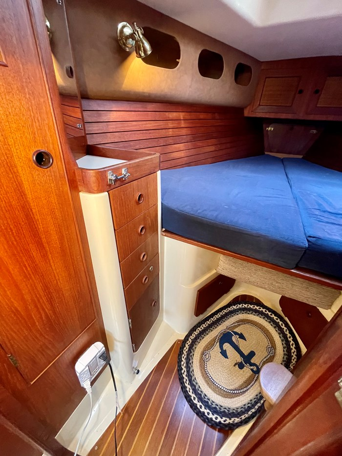 1980 CS Yachts 36 T 36 Traditional Photo 12 of 29