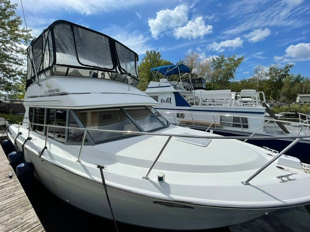 1996 Carver 32 Voyager Photo 1 of 3