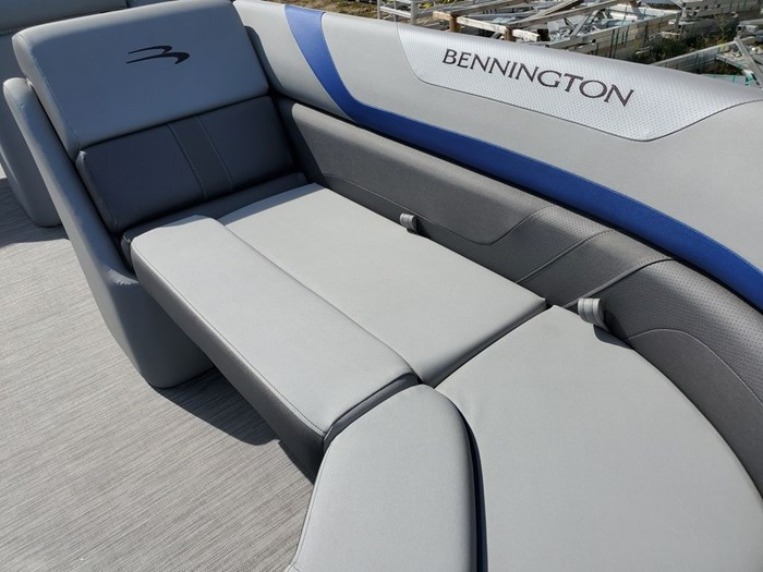 2022 Bennington 22SSBX 'Swingback' Tri-Toon Photo 14 sur 23