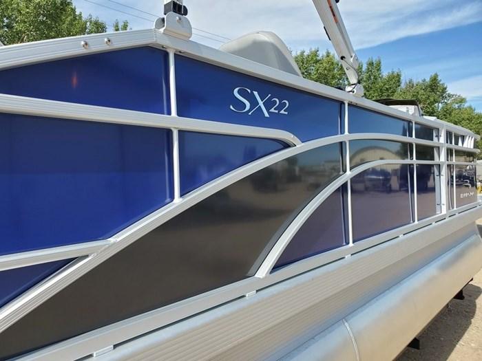 2022 Bennington 22SSBX 'Swingback' Tri-Toon Photo 22 sur 23