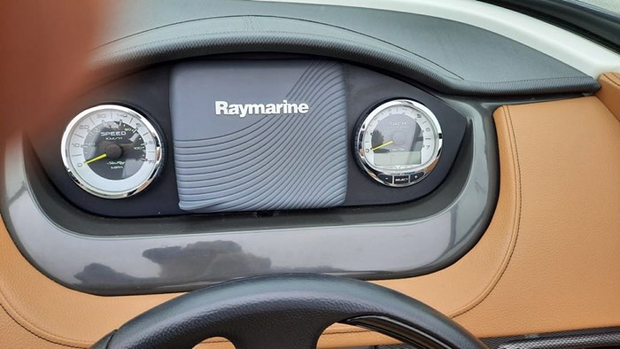 2014 Sea Ray 240 Sundeck Outboard Photo 5 of 14