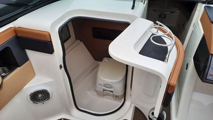 2014 Sea Ray 240 Sundeck Outboard Photo 8 of 14